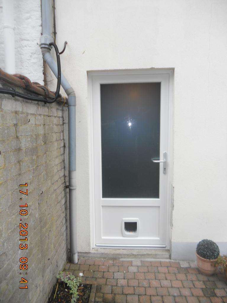 installation de la grande chati re puce lectronique dans un mur comment installer une. Black Bedroom Furniture Sets. Home Design Ideas